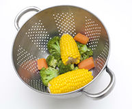 Ångade sunda grönsaker Arkivfoto