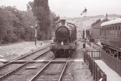 Ångadrev på järnvägsspår Royaltyfri Foto