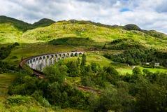 Ångadrev på viadukt Royaltyfri Foto