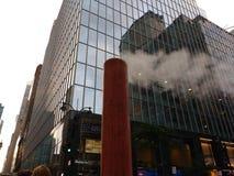 Ångadunst som vädras till och med den orange bunten, Madison Avenue, New York City, NYC, NY, USA arkivbild