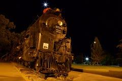 Ångalokomotiv på natten Arkivfoto
