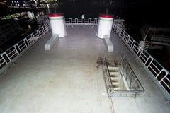Ångare för millivolt Ovijan-5 upp sikt för dack för trappataköverkant på den Sadarghat färjaterminalen i den Buriganga floden i D Royaltyfria Bilder