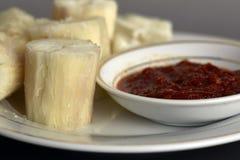 ångatapiokor med doppad sambal I Malaysia denna kallade mat Arkivfoto