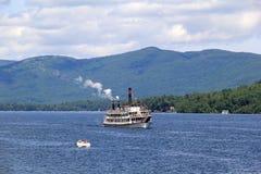 ÅngbåtMinne nedsänkt stängsel på sjön George, New York, 2014 Arkivbild