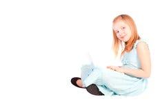 år för flicka för dator åtta gammala le fungerande Fotografering för Bildbyråer