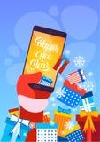 År för kort för hälsning för glad jul för Santa Claus Hand Hold Cell Smart telefon lyckligt nytt Royaltyfri Foto