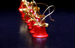 År för rött klirr för garnering för Xmas-julklockor nytt arkivbild