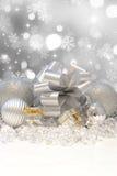 år för snowflake för silver för band s för bolljulgarneringar nytt Arkivfoto