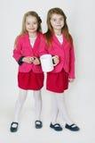 6 år gamla systrar Arkivbilder