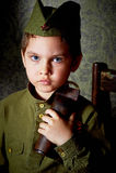 År gammal pojke i den ryska militära formen som är härlig med blåa ögon Royaltyfria Foton