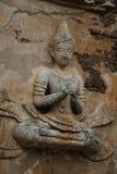 400 år gammalt förstört forntida anseende och be av den manliga ängelstatyn på Chiangmai, Thailand, buddha staty Arkivbild