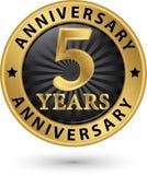 5 år guld- etikett för årsdag, vektorillustration Arkivbilder