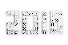 År 2016 i dominobrickastycken över en vit bakgrund Fotografering för Bildbyråer