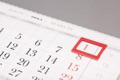 2015 år kalender Marschera kalendern med den röda fläcken på 1 mars Royaltyfri Bild