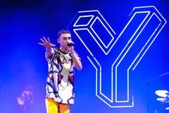 År och år indie alternativ musikmusikband utför i konsert på FIB festivalen Royaltyfria Foton