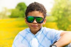 10 år pojke i parkera Arkivfoto