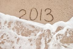 År 2013 tvättar sig bort - sätta på land begreppet för det lyckliga nya året 2014 Arkivfoto