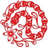 Året av ormen, klippte orientaliskt papper stil Arkivfoton