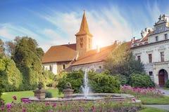 Århundrade XVI för herrgård XII i Pruhonice nära Prague royaltyfria bilder