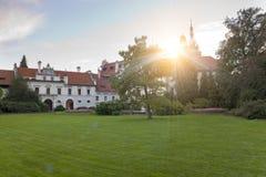 Århundrade XVI för Pruhonice slott XII nära Prague, Tjeckien arkivbild