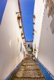 ÅrhundradeMediieval för smal vit gata 11th stad Obidos Portugal Royaltyfria Bilder