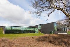 ÅRHUS Danmark - April 13, 2015: Exerior av ett modernt vattenplan Arkivbild