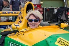 ÅRHUS DANMARK - MAJ 28 2016: Lorina McLaughlin #19 - Benetton B192 (före detta-Michael Schumacher) på det klassiska loppet Aarh Royaltyfria Bilder