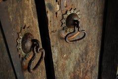 årig dörr 700 och handtag i Ambekka Devalaya kandy Sri Lanka Arkivbilder