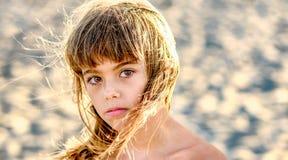 Årig flicka härliga åtta på stranden Royaltyfri Bild