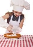 Årig flicka härliga lyckliga sju i kocklikformig med shortca Royaltyfri Fotografi