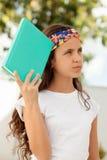 Årig student tolv med tänka för bok Royaltyfri Fotografi