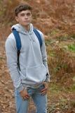 årig tonårs- pojke 18 utanför Royaltyfri Fotografi