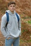 årig tonårs- pojke 18 utanför Royaltyfria Bilder
