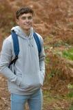 årig tonårs- pojke 18 utanför Fotografering för Bildbyråer