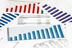 Årlig meddelanderaport på diagram och grafer Arkivfoto