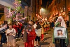 Årlig procession av korsfästelsen av Jesus Christ på easter Royaltyfri Foto