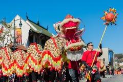 115. årliga guld- Dragon Parade Arkivfoto