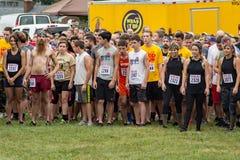 21. årliga Marine Mud Run - startande linje royaltyfria foton