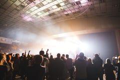 Åskådare i den stora konserthallen arkivbilder
