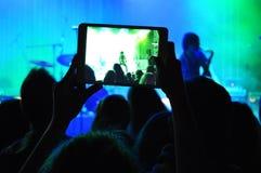 Åskådare på konserten  arkivbild