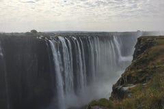 Åska ljudet från Victoria Falls i Zimbabwe Arkivbilder