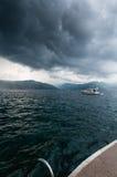 Åskväder i den Boka-Kotorska fjärden Arkivbilder