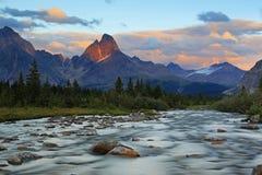 Åskviggmaximum på solnedgången, Jasper National Park fotografering för bildbyråer