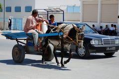 Åsna & vagn vid Mercedes, El Djem, Tunisien Arkivbilder