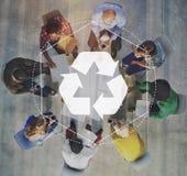 Återanvänd den Biodegradeable lösningen bemyndigar grafiskt begrepp royaltyfria foton