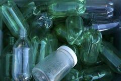 Återanvänd plastic flaskor Arkivbild