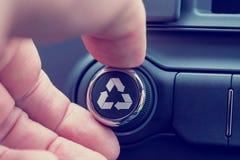 Återanvänd symbolen på ett stycke av elektronisk utrustning Fotografering för Bildbyråer