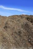 återanvänder det utomhus- ekologiska berg för stor compost Arkivfoto