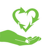 Återanvänder grön hjärta för handen symbolslogo Arkivbilder