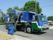 återanvändning av avfalllastbilen Royaltyfria Foton